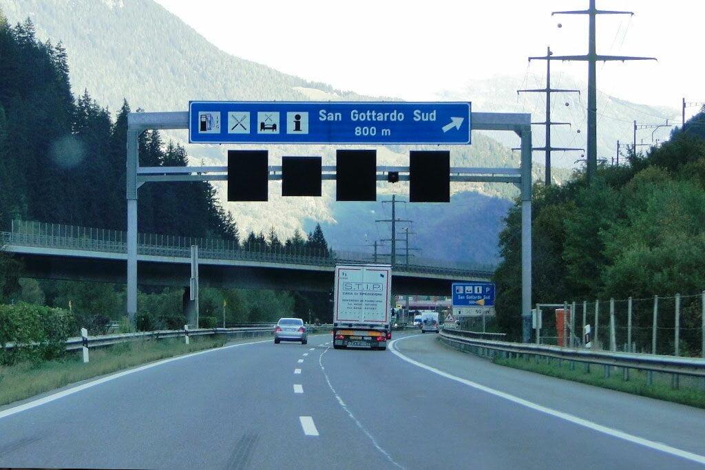 alugar dirigir carro Itália