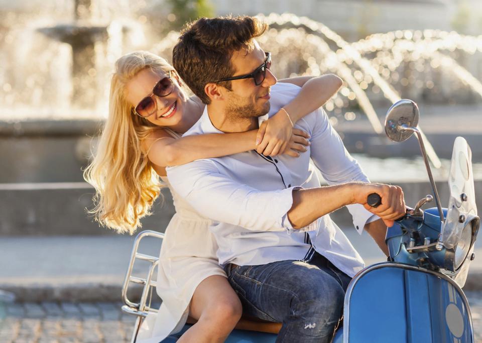 Latinos estão atrasados no amor, diz especialista italiano