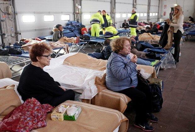 Mais de 4 mil pessoas passaram a segunda noite fora de suas casas depois dos fortes terremotos de quarta-feira (26) passada no centro da Itália (Foto: Max Rossi/Reuters)