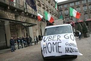 UBER sofreu resistência dos taxistas locais em várias partes da Itália - Foto/Reprodução