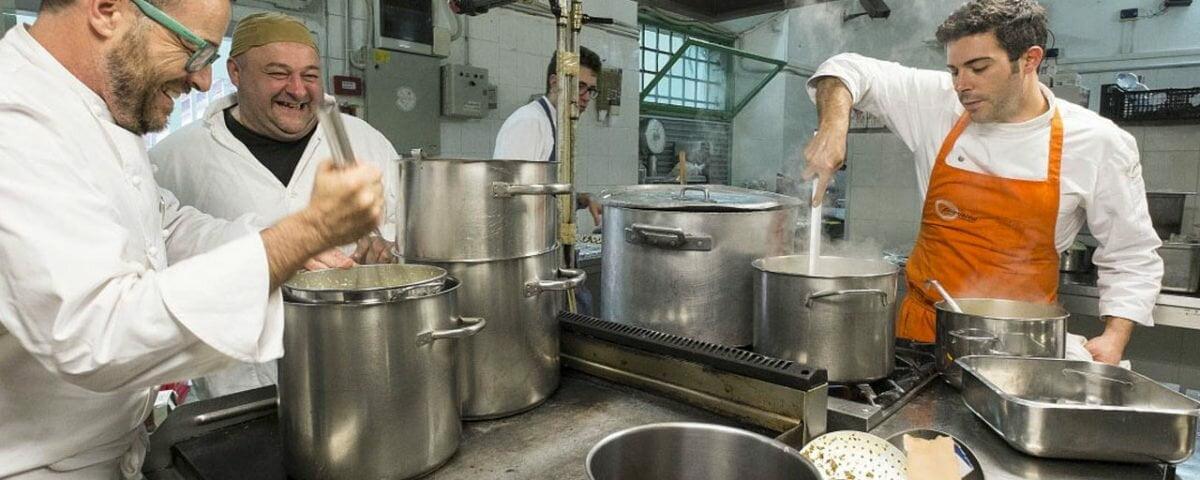 Detentos comandarem um restaurante localizado dentro da penitenciária