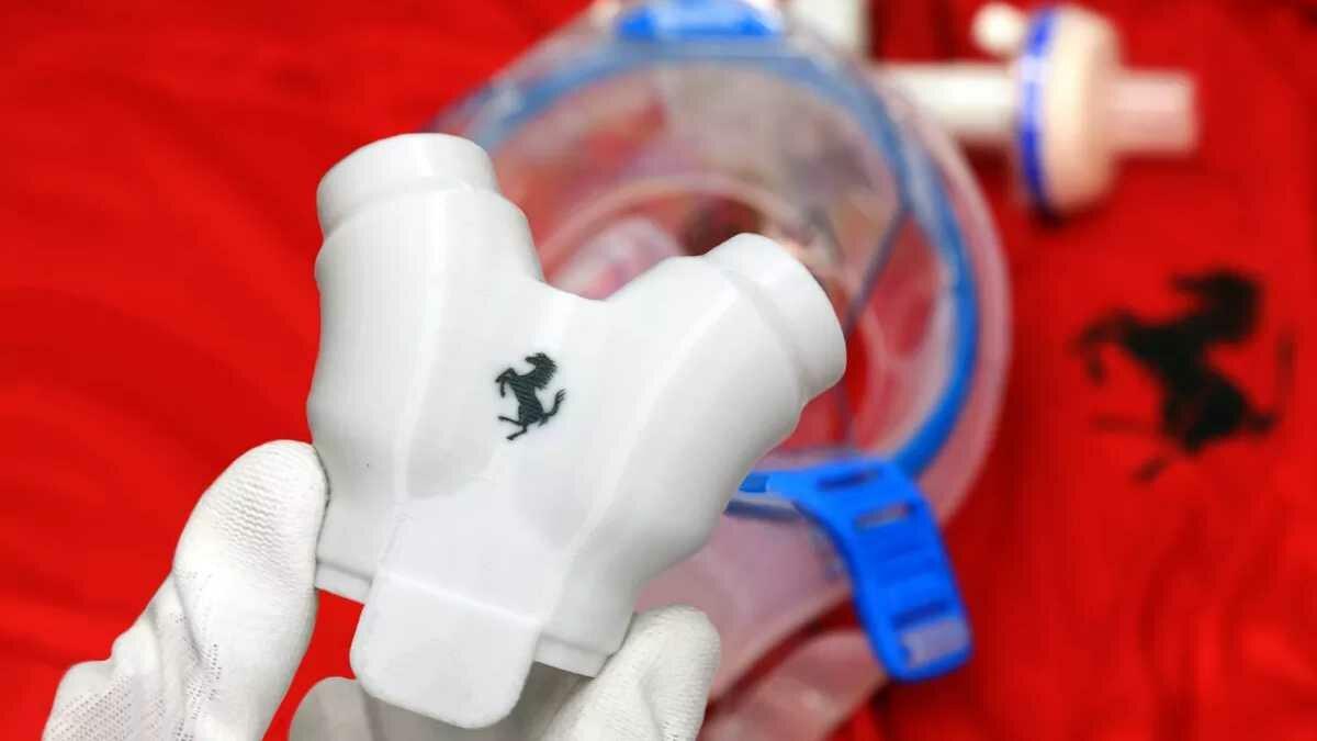 Marca Ferrari está estampada nas válvulas de respiração pulmonar