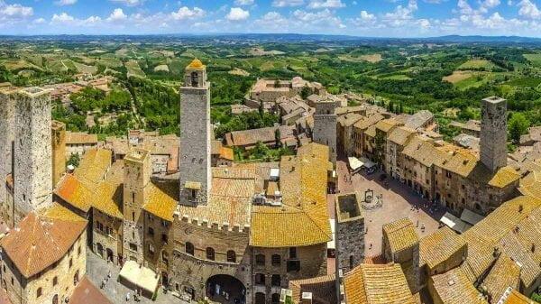 Borgo na toscana