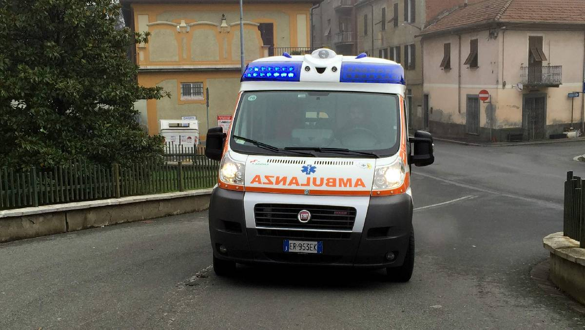 ambulância perseguida negacionistas